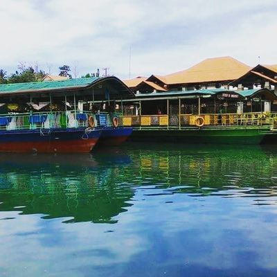 Loboc floating resto :) tsk sayang medyo alalay lang ako sa pagkain -malayo pa ang manila lol