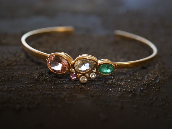 Bracelet with gemstones Nobody Gemstone  Gems Jewels Jewelry Morganite Emerald Bracelet EyeEm Selects Jewelry Ring Still Life Wealth Close-up Wedding Ring Personal Accessory Diamond - Gemstone Table Metal Selective Focus No People Diamond Ring Gold Fashion