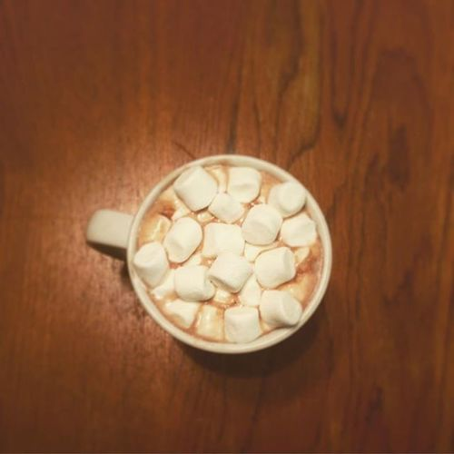 ⛄️🎶 Tis the season for hot chocolate 🎶⛄️ Hotcocoa Hotchocolate Winter Winteriscoming Hotchocklateseason Hotcocoaseason Hotcocoaseasonman Warmdrink Warmdrinks Marshmallows Marshmallow Yum Yummy Drinkporn Foodporn Picture Winter Wintertime Winterdrinks Cold Warmdrinkforcolddays Tistheseason