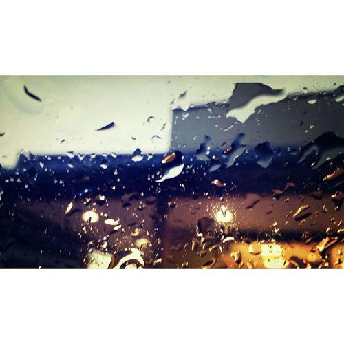 車の窓ガラスに落ちた雫たち。もうすぐ梅雨ですね。 Taking Photo Photography Galaxys4 Photo Editor Pro Instasize Raindrops Rainy Day Smartphone