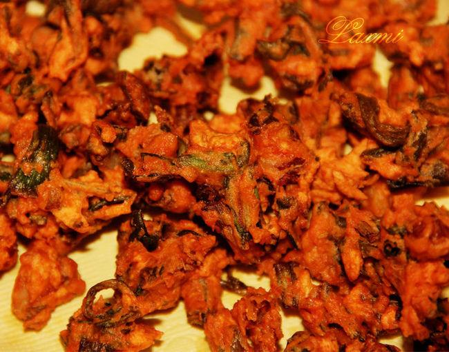 Food And Drink Foodphotography Foodlovers Traditionalfood Healthy Eating Nojunkfood Goodfood🔮🔮🔮 Indiansnacks Food In Rain Pakodas