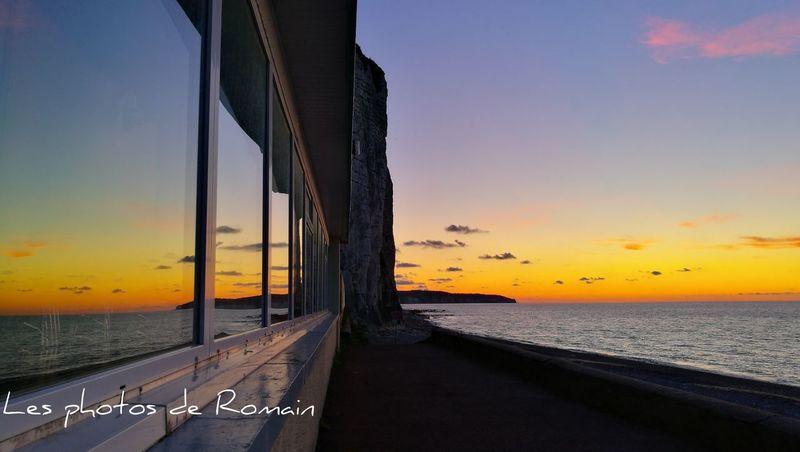 Jeu de reflets, Dieppe Normandie Normandy Beauty In Nature Reflet Reflets Du Soleil Reflection Dieppe Normandie Dieppe France Mer Sea And Sky Sea Sun Sunset Soleil Couchant Soleil☀️ Seine Maritime Le Bar O Mètre