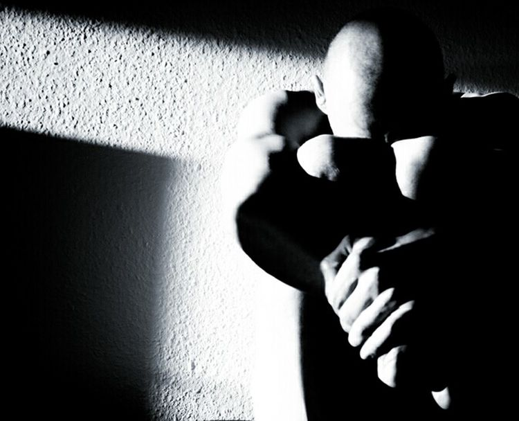 """""""Into the dark..."""" by Endru Miller (Omegatainment) Light And Shadow Licht Und Schatten Schwarzweiß Black And White Monochromatic Sadness Self Portrait Omegatainment"""