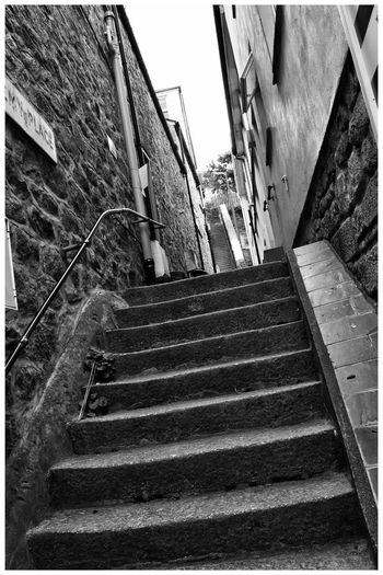 Steps and paths of St Ives EyeEmBestPics EyeEm Selects Eyemphotography EyeEm Best Shots Enjoying Life EyeEm Gallery Eye4photography  Relaxing EyeEm The Week on EyeEm Staircase Steps And Staircases Architecture Built Structure Building Exterior Low Angle View Railing Moving Up Nature Residential District Transportation No People The Way Forward Outdoors Building Auto Post Production Filter City Direction Day Sunlight