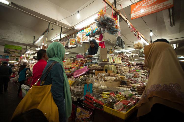 An activities at the Pasar Kepayang, Kuala Terengganu, Malaysia Industry Man Market Relationship Tourist Attraction  Business Finance And Industry Buying Power Human Body Part Malaysia People Street Tourist Destination Women