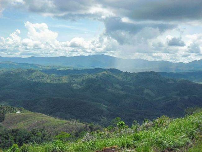 Tahura, kalsel kapan terakhir kesini? Explorebanjar Explore Jalan2mas Mataponsel Taking Pictures Taking Photos Sky Mountain Mountains Skyporn Kalimantan Selatan Borneo Island