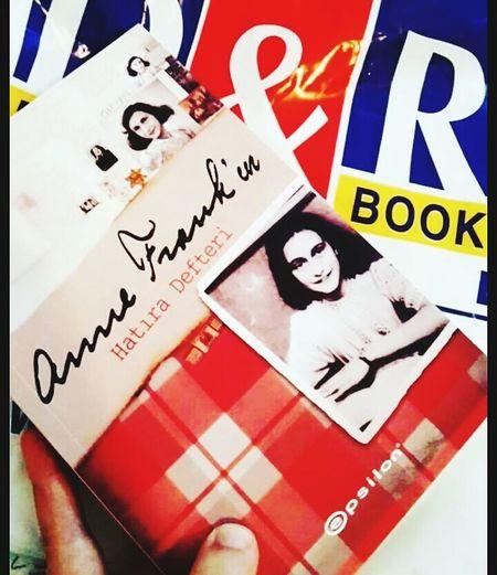 Anne Frank Annefrank Annefrankhouse Collection Kitapkurdu Book Day EyeEm Gallery First Eyeem Photo Books Window D&R Kitap EyeEm EyeEm Team History Hello World EyeEm Best Shots Amsterdam