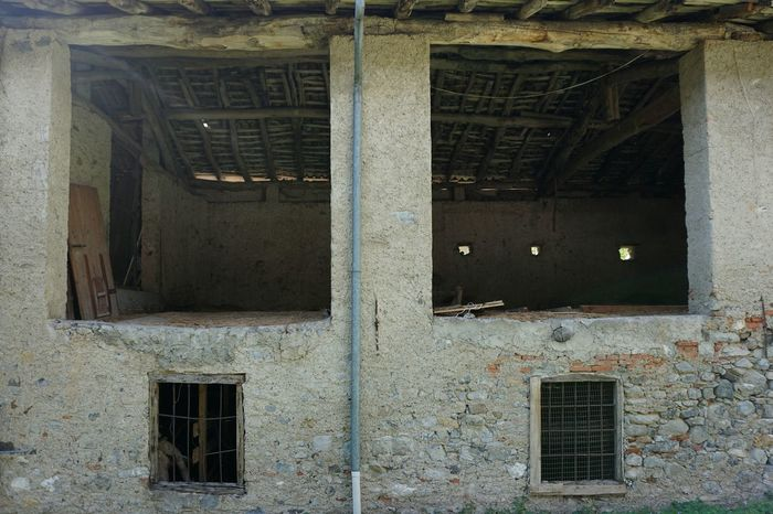 Abandoned Buildings Rural Building Old Buildings Architecture No Filter Outdoors Taking Photos Windows Empty Sony A6000 Exploring In A Small Town Small Town Tranquility Quiet Place  Divided Facades Facade Building Valsassina