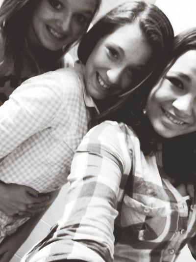 Sisters♡ Smile Happy Bestfriends :'))<'3