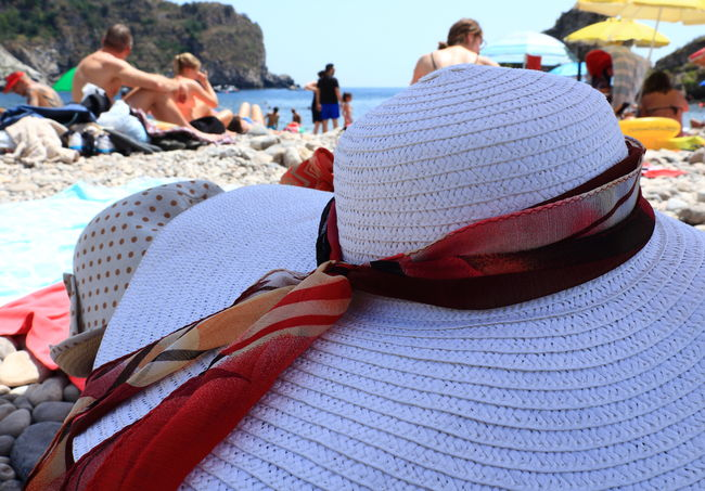 Hat Isola Bella Isola Bella, Taormina, Mare, Sicilia Mare Sicily Taormina Italia Adult Cappello Estate Giardini Naxos Italy Large Group Of People Lifestyles Ombrelloni Outdoors People Real People Sea Spiaggia Summer Taormina Turistic Places Vacations