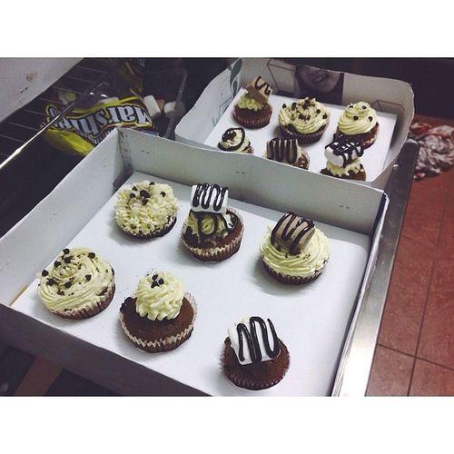 Khá hài lòng và chuẩn bị đem tặng ngừi thươn ????? Todayibake Chocolate Cupcake