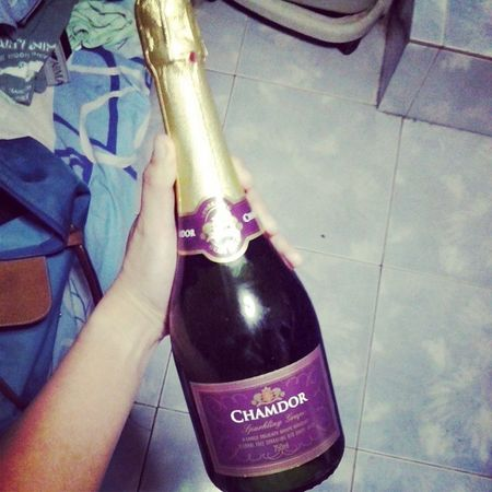Ohoooy! Sissy got home from Kannah's debut and brought me this! Ohlalaka :) Nonalcoholic Sparklinggrape Chamdor
