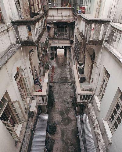 幾年前路過上海 剛好舊城在大片大片清拆上海老弄堂. Canton Guangzhou City Building