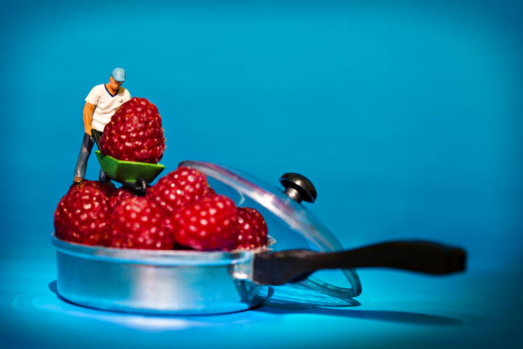 Cooking Giant Man People Watching Berry Blue Food Men Pan People Rasberry Silver  Strawberry