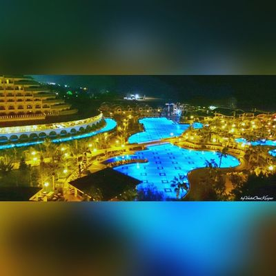 Delphinimperial Hotel vom DelphinDiva aus von ByVeskoOneKrajnc auf Flickr. Turkey intheevening amazing so beautiful lighting. So many lights llike thumbsup likesforlikes Türkei Abends so schöne Beleuchtung. SO viele Lichter ichmags daumenhoch SquareInstaPic Folge diesem Link auf Flickr, um dieses Foto in voller Auflösung anzuzeigen und zu kommentieren : https://flic.kr/p/sThURD