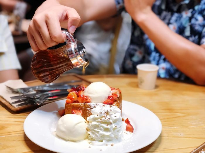 Man hand pouring honey on Honey Strawberry Toast EyeEm Selects Sweet Food Food And Drink Sweet Dessert Food Indulgence One Person Table Temptation Human Hand Unhealthy Eating Hand Cake Real People Ready-to-eat Baked Human Body Part Ice Cream Freshness Plate