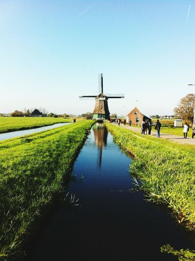 Leading Lines Windmill Old Windmill traveling to Qualquer Lugar Volendam, Amsterdam, Marken. Beautiful Landscape Starting A Trip Colour Of Life Traveling Oldmill Mill River Leadinglines Tourists Miles Away