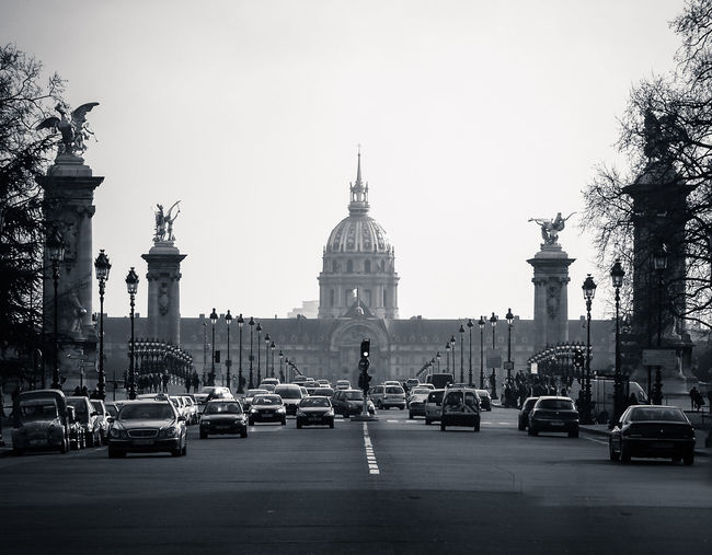 traffic Architecture Black & White Photography Built Structure Capital Cities  City City Life City Street Famous Place Land Vehicle Les Invalides Mode Of Transport Monochrome Paris Road Paris ❤ Road Street Light Tourism Transportation Travel Destinations Monochrome Photography