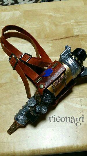 ガンホルダー出来ました♪ 太股に付けたくて… しかし、ベルトの輪がデカイがな! むちむちで スイマセン(笑) Handmade Steampunk Riconagi Gan 手しごと人 riconagi FBページ https://m.facebook.com/ricnagi7115