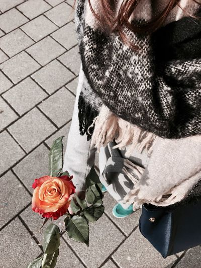 For my girlfriend. ❤️ IPhone Photography IPhoneography Smartphonephotography Ulm EyeEmBestPics Germany🇩🇪 Beautiful People Girl Beautiful Woman Flower Valentine's Day  Valentinstag Roses Roses🌹 Nike✔ Nike Outfit Outfitoftheday