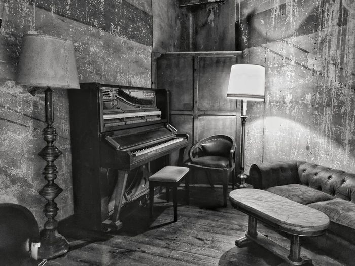 Back in time Blackandwhite Black And White Antique Vintage Musical Instrument Piano Music Old-fashioned Chair Arts Culture And Entertainment Home Interior Record Player Needle Keyboard Instrument Pianist Piano Key Musical Equipment