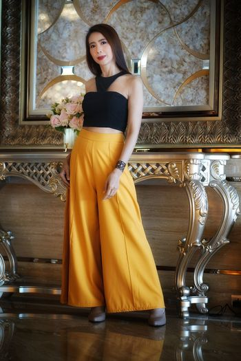 EyeEmselection EyeEm.best Shots Young Women Millionnaire Evening Gown Portrait Beautiful Woman Beauty Full Length Beautiful People Yellow Glamour