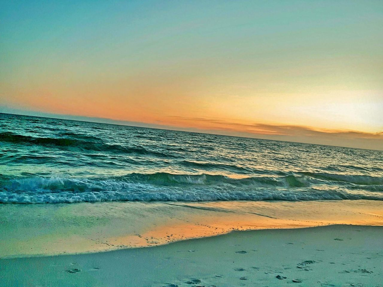 sea, sunset, beauty in nature, beach, horizon over water, scenics, water, nature, wave, tranquility, tranquil scene, no people, idyllic, sky, sand, outdoors, day