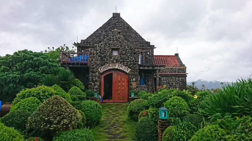 come away with me... #batanes #pilipinas Tree Sky Architecture Cloud - Sky Country House