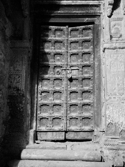 Door Built Structure Architecture No People Outdoors Building Exterior Mobilephotography Oneplus3T Blackandwhite Photography Monocrome