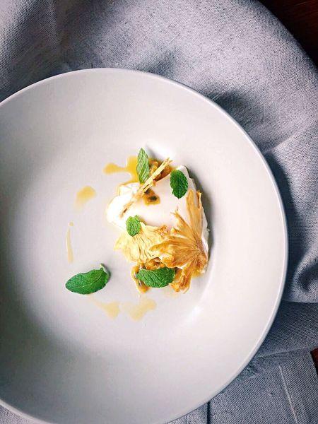 第三者有時也很重要,一點就通 Food Foodporn Foodphotography Dessert Sweet Pannacotta Coconut Chef Pastry Plating Dessert