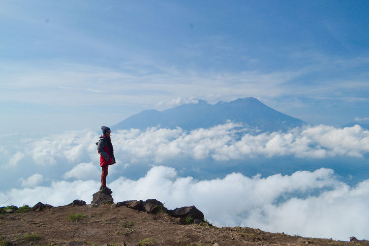 Mountain Sky One Person Standing Cloud - Sky Leisure Activity Scenics - Nature Lifestyles Real People Trip Holiday Beauty In Nature Vacations Day Nature Tranquil Scene Non-urban Scene Full Length Mountain Range Outdoors Looking At View Mountain Peak