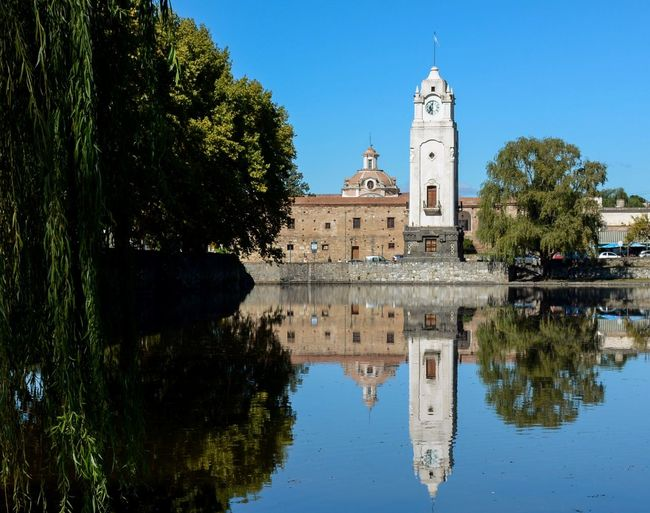 Tajamar Reflejado Reflejo Water Reflection Reflected  Reflected In Water Reflect Jesuit Small Farm Historico Historic Building Historic Antique Torre De Reloj Estancia Jesuítica Alta Gracia Córdoba Tajamar Cutwater Clock Tower Reflection Architecture Water Tree Sky