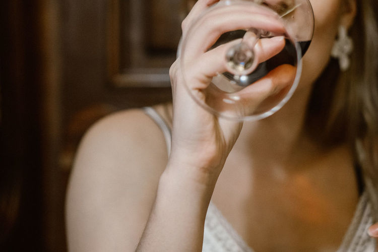 Wine One Person Holding Real People Indoors  Lifestyles Women Adult Focus On Foreground Portrait Human Hand Leisure Activity Human Body Part Headshot Hand Mid Adult Body Part Reflection Young Adult Hairstyle Drinking Wine Wine At The Restaurant Red Wine