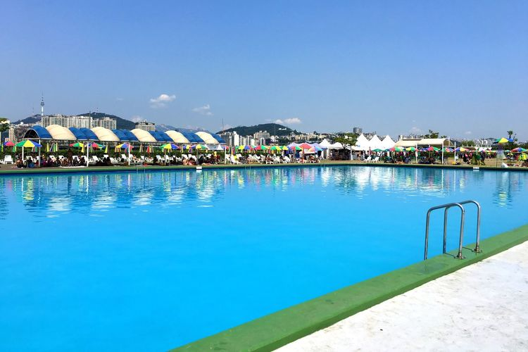 If you can not make it to the beach, a pool might do Poolside Goswimming Jamwol Swimmingpool in the 15min Breaktime before every full hour Summerday_korea Seoul_korea Namsan Nseoultower