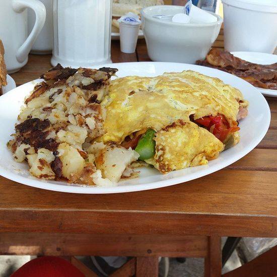 Everything but the sink kind of omelet! Western Extracheese Yummo Getinmytummy breakfasttime