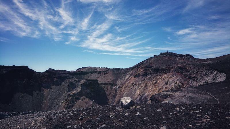 この景色をまた撮りたくて登ってきました🗻 Today :) 富士山山頂 山頂 Summit Landscape Skyline Nature Photography Geology EyeEm Nature Lover Taking Photos Outdoors EyeEm Best Shots Mountain Rock - Object Sky Cloud - Sky Volcanic Landscape Volcanic Rock