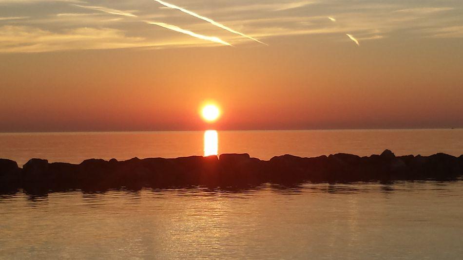Ilovesunrisesandsunsets Sunrise TheBeginning Beautiful Day Good Morning Seaandsun Ilovesea Nature Gold