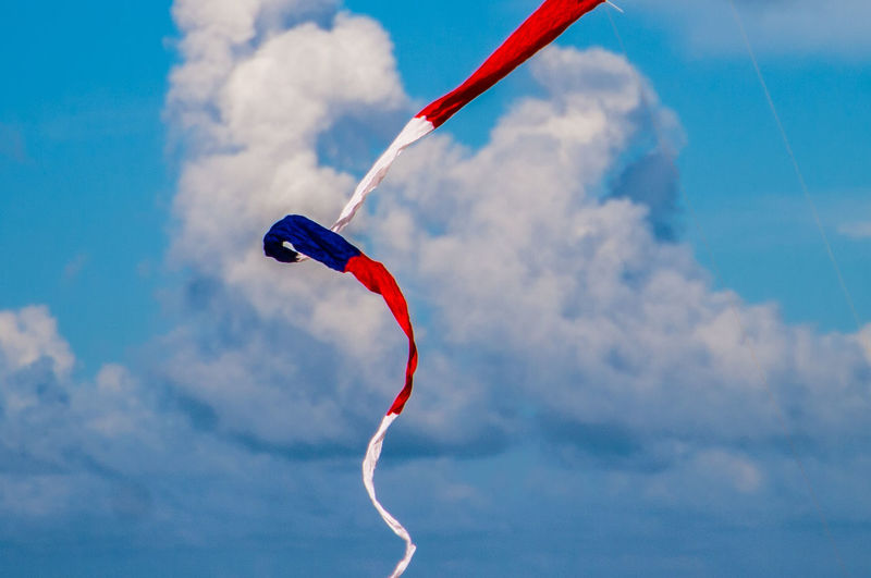 Kite Patriotic Beach Blue Cloud - Sky Day Flying Kite - Toy Low Angle View Mid-air Motion Nature No People Outdoors Red Red White And Blue Sky