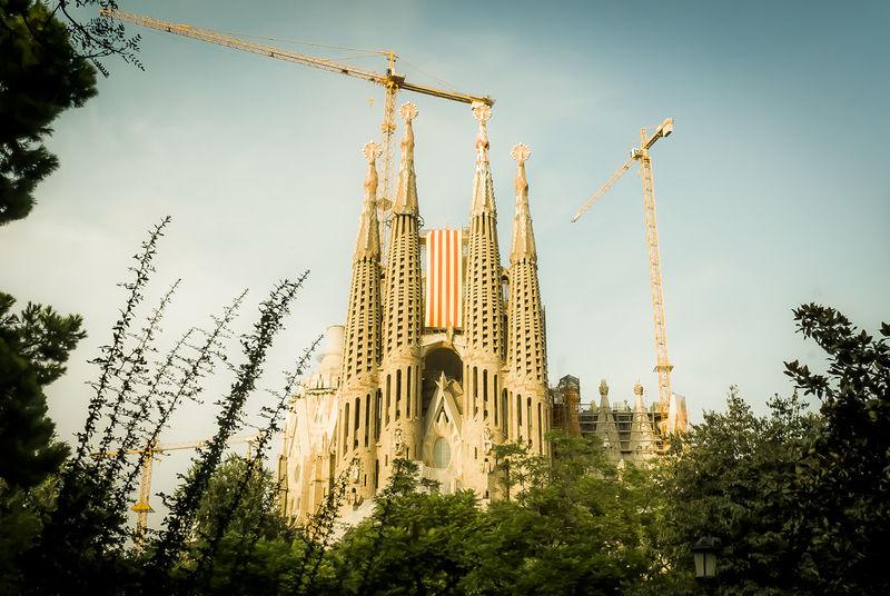 the Sagrada Familia temple with Catalonia's flag Barcelona, Spain Catalonia Catalunya Gaudi Facade Building Building Exterior Monuments ArtWork Architecture Modernism Atraction Cityscape Cityphotography City Emblem Blue Sky Flag Huge Dia De Catalunya Diada Diada 11S2014 Nationalism Pride