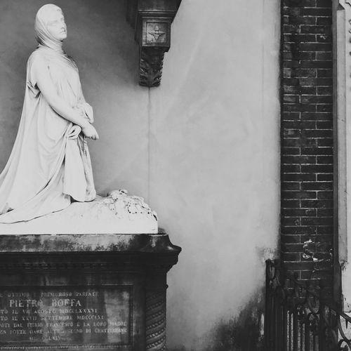 Als Körper ist jeder Mensch eins, als Seele nie. Human Representation Statue SculptureeArt And CrafttCreativityyBuilt Structuree DayysNo PeopleeSpiritualityyReligionn Contemplating Hermann Hesse