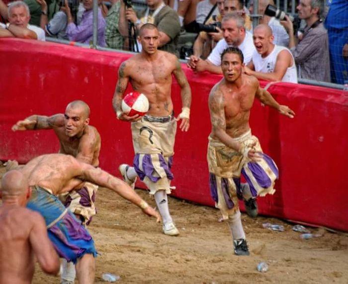 Firenze Firenzemadeintuscany Calcio Storico CalcioStorico Fiorentino Bianchi Santo Spirito Extremesport Nofear Warriors Finale