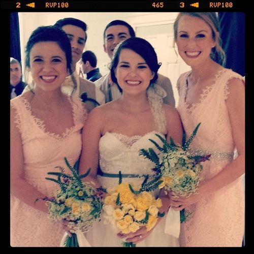 Happy Bride and so glad she loved her flowers!!! Sbedesign Sbeevents Thesouthernweddingexperience Thenotweddingsavannah