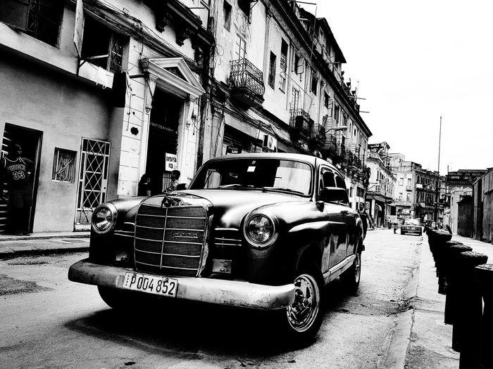 Cuba y carro Cuba City Land Vehicle Car Stationary Street Architecture Building Exterior Sky Built Structure City Street Vintage Car