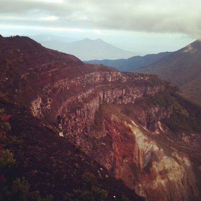Tebing dari puncak Gn. Gede Gununggede Indosat_adventurer Instapict Indonesiabagus Indomountain Id_pendaki