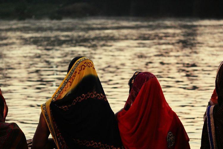 Indian Sari Sari Water Lake Landscape Outdoors Women Who Inspire You Chhat Puja Relationships Fasting Festival Season Indian Women