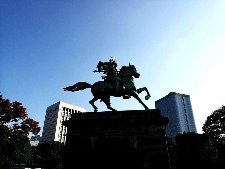 Statue Sculpture Tokyo,Japan HuaweiP9 Tokyo Imperial Palace, Japan Imperial Palace Tokyo Imperial Palace Garden Built Structure Architecture No People City Building Exterior Outdoors Illuminated Sky Cityscape