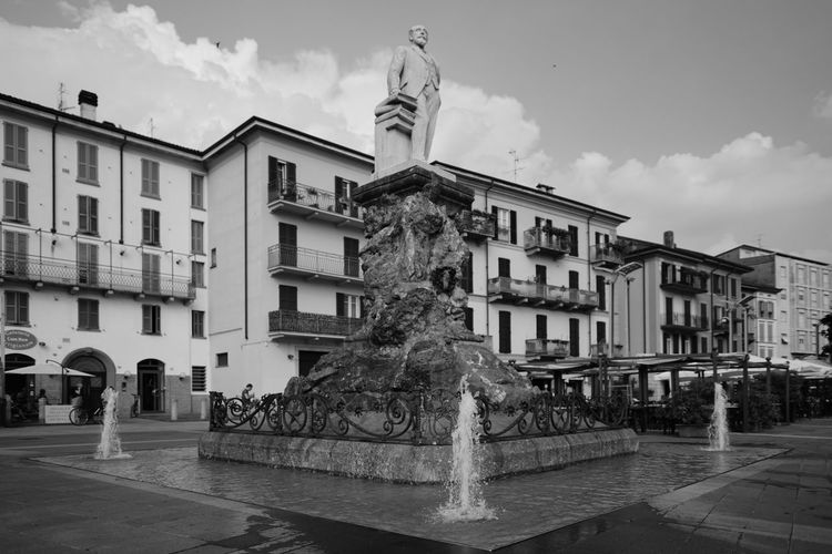 Architecture Cloud - Sky History Statue Travel Destinations Sculpture Day City City Sonya7rm2 Sony A7RII Lombardia, Italy Sony A7rm2 Italy 🇮🇹 Sal24f20z Zeiss 24 Distagon Zeiss 2/24 ZA CarlZeiss Carl Zeiss Lecco Water