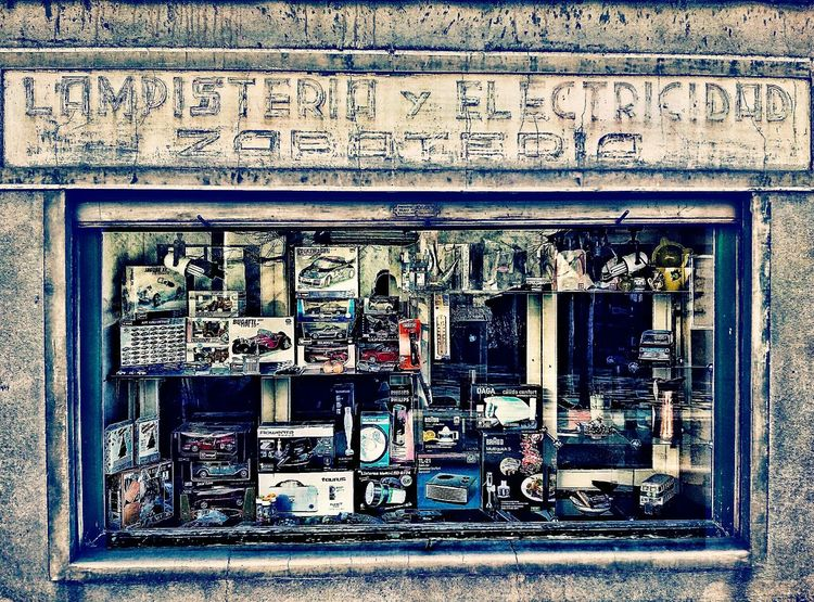 Escaparates Viladrau Comerciolocal Streetphotography Streetphoto Descobreixcatalunya Catalunya Callejeando