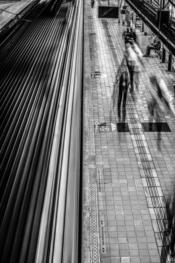 Asimetric Black And White Blanco Y Negro Indoor Punto De Fuga Subway Subway Station Vanishing Point New Talent The Secret Spaces Let's Go. Together.