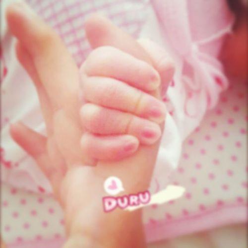 Teyzesinin meleğinin minniik elleri 🐣😇 Duru Duruornek 13092015 4days Baby Girl Babygirl Little Hand Aunt  Nephew  Pink Pretty Prettywoman Prettygirl Love Family Like